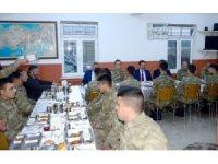 Vali Masatlı, Aktaş Sınır Karakolu'nda Mehmetçikle birlikte iftar açtı