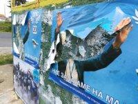 Bulgaristan'da Türk partilerinden seçim afişi yırtma yarışı