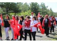 19 Mayısa özel 6 kilometre yürüdüler