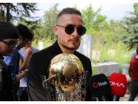 Gençlerbirliği, kupayı İlhan Cavcav'ın mezarına götürdü