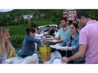 Köy meydanında geleneksel iftar sofrası kuruldu