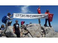 19 Mayıs'ı bin 800 metre zirvede kutladılar