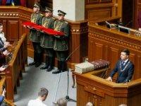 Zelenskiy, Ukrayna Devlet Başkanı olarak resmen göreve başladı