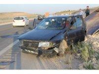 Tekeri patlayan araç karşıdan gelen araçla çarpıştı: 6 yaralı
