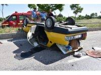 Refüje çarpan araç takla attı: 1 ağır yaralı