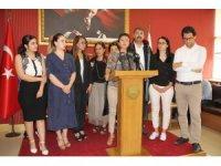 Mersin Barosu'nun kadın avukatlarından kadın cinayetlerine kınama