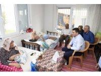 Tütüncü, hasta ve yaşlıları ziyaret etti