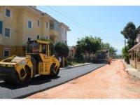 İzmit'te yol asfaltlama çalışmaları sürüyor