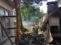 Tekirdağ'da boş binadan sıçrayan yangın evi kül etti