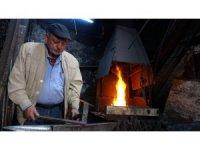 52 yıllık demir ustasının ateşle imtihanı