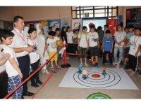 Çocukların bilim şenliğinde kodlanan robotlar sergilendi