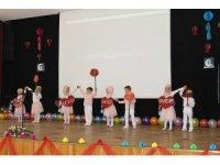 4-6 yaş Kuran kursu öğrencilerinin gösterisi ayakta alkışlandı
