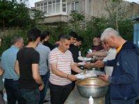 Muhtar'dan bin 200 kişilik iftar yemeği