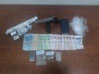 Polisten uyuşturucu satıcılarına suç üstü