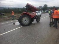 Traktör ile kamyon çarpıştı: 2 Yaralı