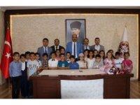 Kurtalan'daki ilkokul deneme sınavında Türkiye birincisi oldu