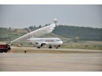 Qatar Airways'in ilk uçağı İzmir'e iniş yaptı