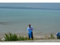 Belediye personeli Van Gölü sahilini temizledi