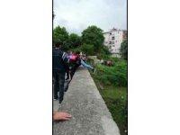 Kız arkadaşından ayrılıp köprüye çıktı polis atlamadan kurtardı