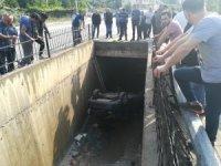 Otomobil 3 metrelik su kanalına düştü: 1 yaralı