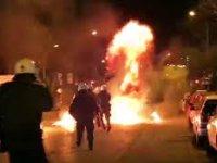 Selanik'te Türk Konsolosluğunu koruyan polislere molotoflu saldırı