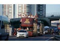 Galatasaray kafilesi üstü açık otobüsle stada geldi