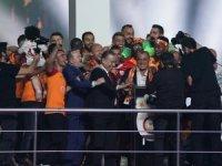 Galatasaray, Teknik Direktör Fatih Terim ile 5 yıllık sözleşme imzaladı.