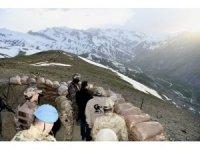 Vali Akbıyık, 2 bin 700 rakımda güvenlik güçlerimizle iftar yaptı