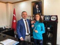 Kaymakam Öner'den şampiyonlara altın