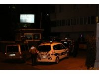 Üsküdar'da bir şahıs çevreye rast gele ateş açıyor, olay yerine çok sayıda polis ekibi sev edildi.