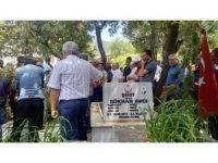 Kazada ölen şehit babası oğlunun mezarının yanına defnedildi