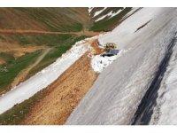 Gümüşhane'nin dört bir tarafında karla mücadele sürüyor