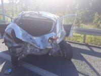 Ümraniye'de otomobil otobüse çarptı: Ölü ve yaralılar var