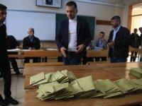 Adaylar değil devlet sahada!
