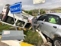 Niğde'de otomobiller çarpıştı: 1'i ağır 2 yaralı