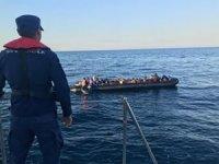 Edirne'de lastik botta 36 kaçak göçmen yakalandı