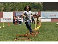 Gümüşhane Yeni Şehir Stadyumu'nda Çocuk Oyunları Şenliği