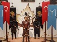 Ertuğrul Gazi heykeli diye Engin Altan Düzyatan heykeli yaptılar