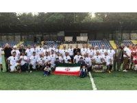 Türkiye-İran veteranlar maçını dostluk kazandı