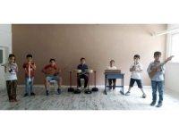 Minikler 'Babalar Günü'nü çektikleri kliple kutladı