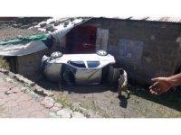 Ağrı'da otomobil 10 metre yükseklikten bahçeye uçtu