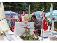 Şehit ailelerinden Babalar Günü'nde Cebeci Askeri Şehitliği'ne ziyaret