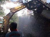 Bingöl'de metruk bina yıkıldı