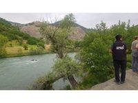 5 kişinin bulunduğu araç Munzur Çayı'na uçtu