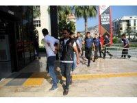 Alanya merkezli uyuşturucu operasyonunda gözaltına alınan şüpheliler adliyede