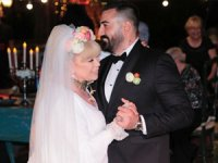 Zerrin Özer, Murat Akıncı ile evlendi!