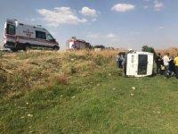Nusaybin'de işçileri taşıyan minibüs devrildi: 16 yaralı
