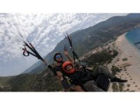 Yamaç paraşütünde 'Dımbıllan dayı' ile tek kişilik orkestralı konser