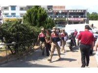 Uyanık göçmen kaçakçısı kadın, yakayı ele verdi