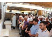 Mursi'nin gıyabi cenaze namazında Arap turistler de saf tuttu